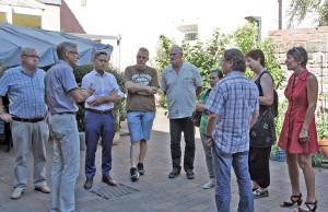 Lucian Lazar (2. von links) und Diplomsozialarbeiter Eberhard Paes (3. von rechts) informierten Mitglieder der Kreisfraktion Bündnis 90/Die Grünen über die Wohnungslosenhilfe.